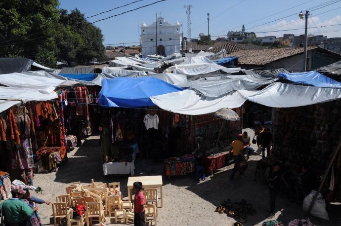 Stragany na targu, Chichicastenango, Gwatemala, fot. Ula Kupińska