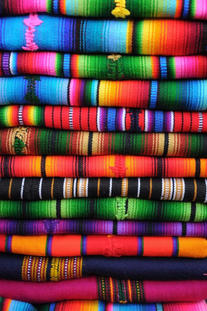 Tkaniny w niepowtarzalnych wzorach, Chichicastenango, Gwatemala, fot. Ula Kupińska