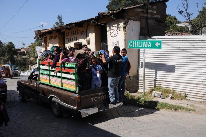 Mieszkańcy okolicznych wiosek wracają po targu do domu, Chichicastenango, Gwatemala, fot. Ula Kupińska