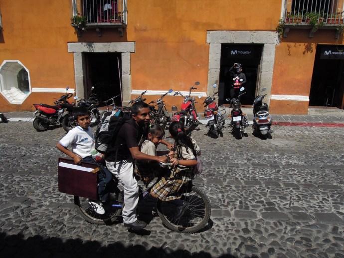 Rodzina w komplecie, Antigua, Gwatemala, fot. M. Lehrmann