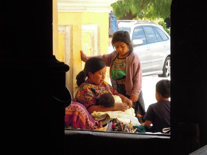 Pora karmienia, Antigua, Gwatemala, fot. M. Lehrmann