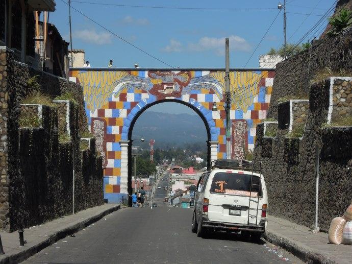 Miasteczko otoczone jest górami, Chichicastenango, Gwatemala, fot. Martin Lehrmann