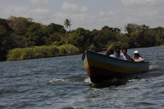 Łódź na Jeziorze Nikaragua, fot. Ula Kupińska