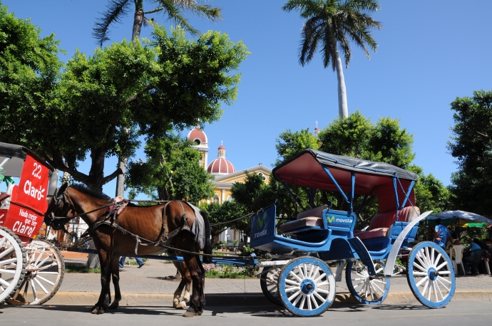 Dorożki przy Parque Central, Granada, Nikaragua, fot. Ula Kupińska