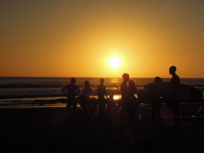 Surfowanie kończy się o zachodzie, Playa Maderas, Nikaragua, fot. M. Lehrmann