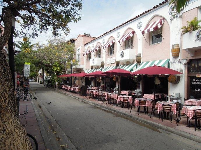 Espanola Way, czyli fragment historycznej wioski hiszpańskiej, Miami, fot. M. Lehrmann