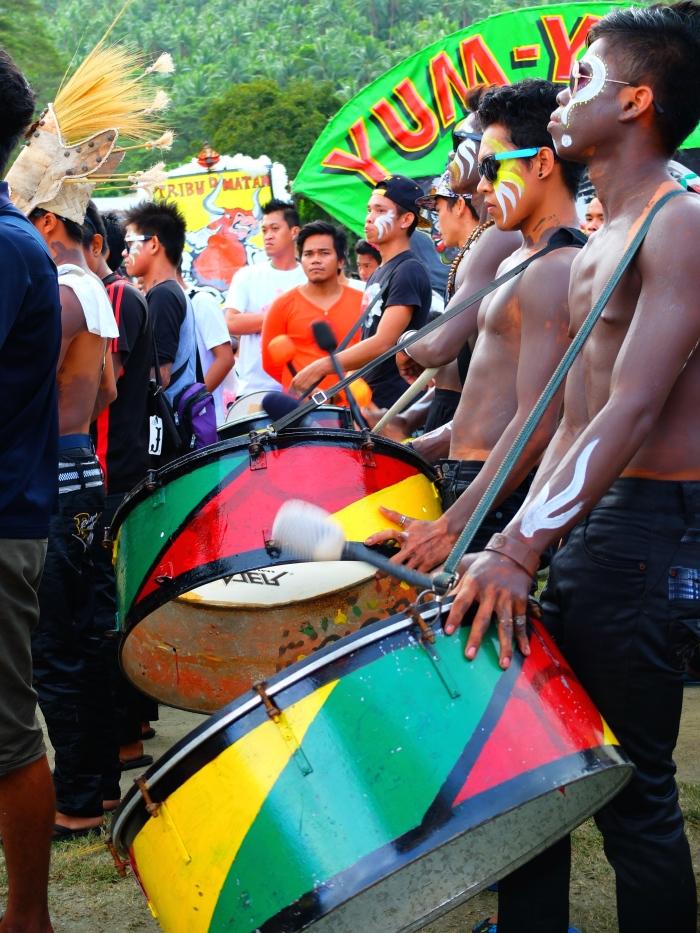 Bębniarze, Festiwal Biniray, Filipiny. Zdjęcie pochodzi od poznanych na wyspie podróżników z Niemiec: http://auszweit.de/