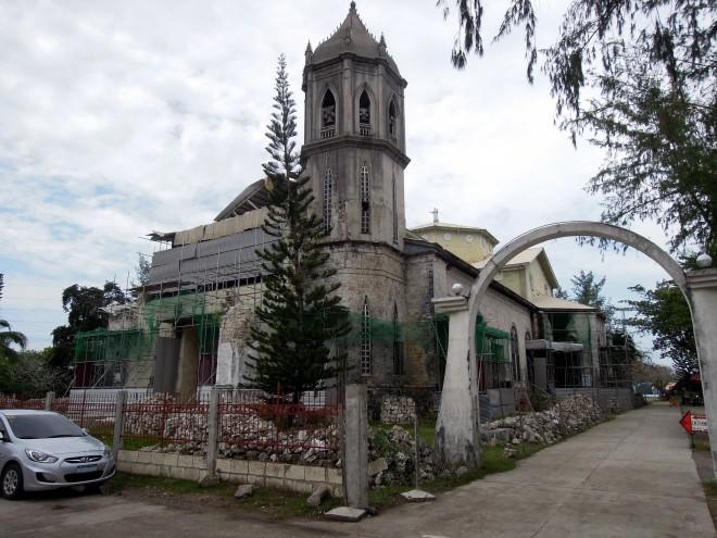 Bohol nawiedziło w 2013 r. trzęsienie ziemi, które zniszczyło wiele zabytkowych kościołów. Parafia Wniebowzięcia, Dauis, Bohol, fot. M. LehrmannBohol nawiedziło w 2013 r. trzęsienie ziemi, które zniszczyło wiele zabytkowych kościołów. Parafia Wniebowzięcia, Dauis, Bohol, fot. M. Lehrmann