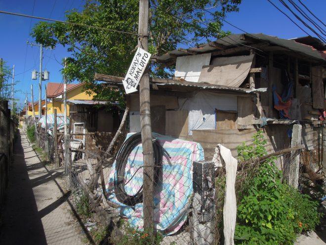 Ubogie domy w wiosce, Malapascua, Filipiny, fot. M. Lehrmann