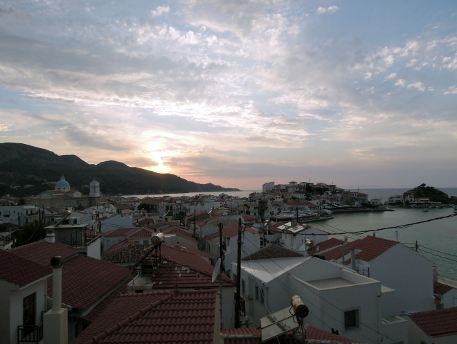 Dachy Kokkari u kresu dnia, Samos, fot. A. Mielczarek