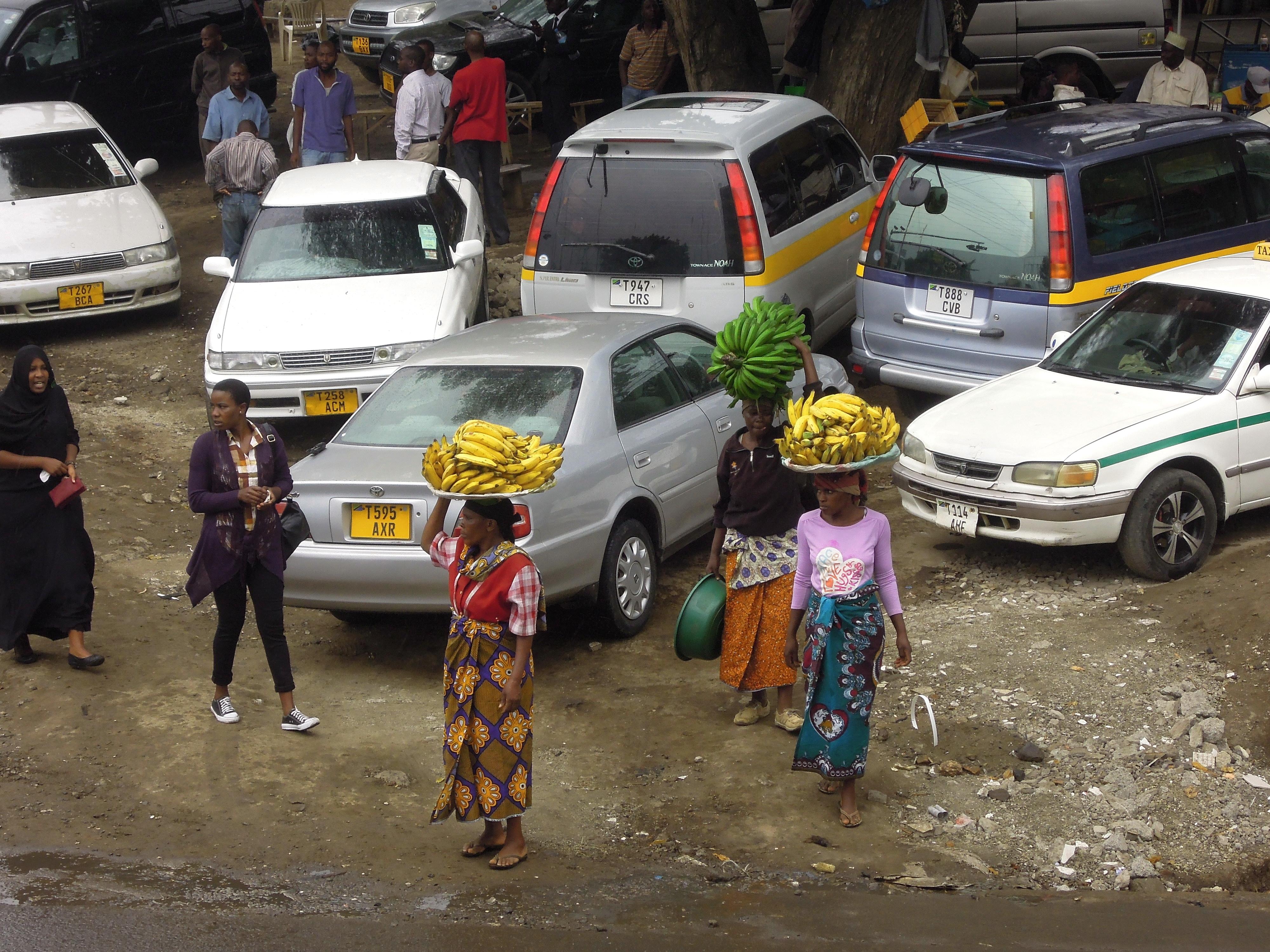 W afrykańskiej przestrzeni miejskiej jest bardzo mało asfaltu. Arusha, Tanzania, fot. M. Lehrmann