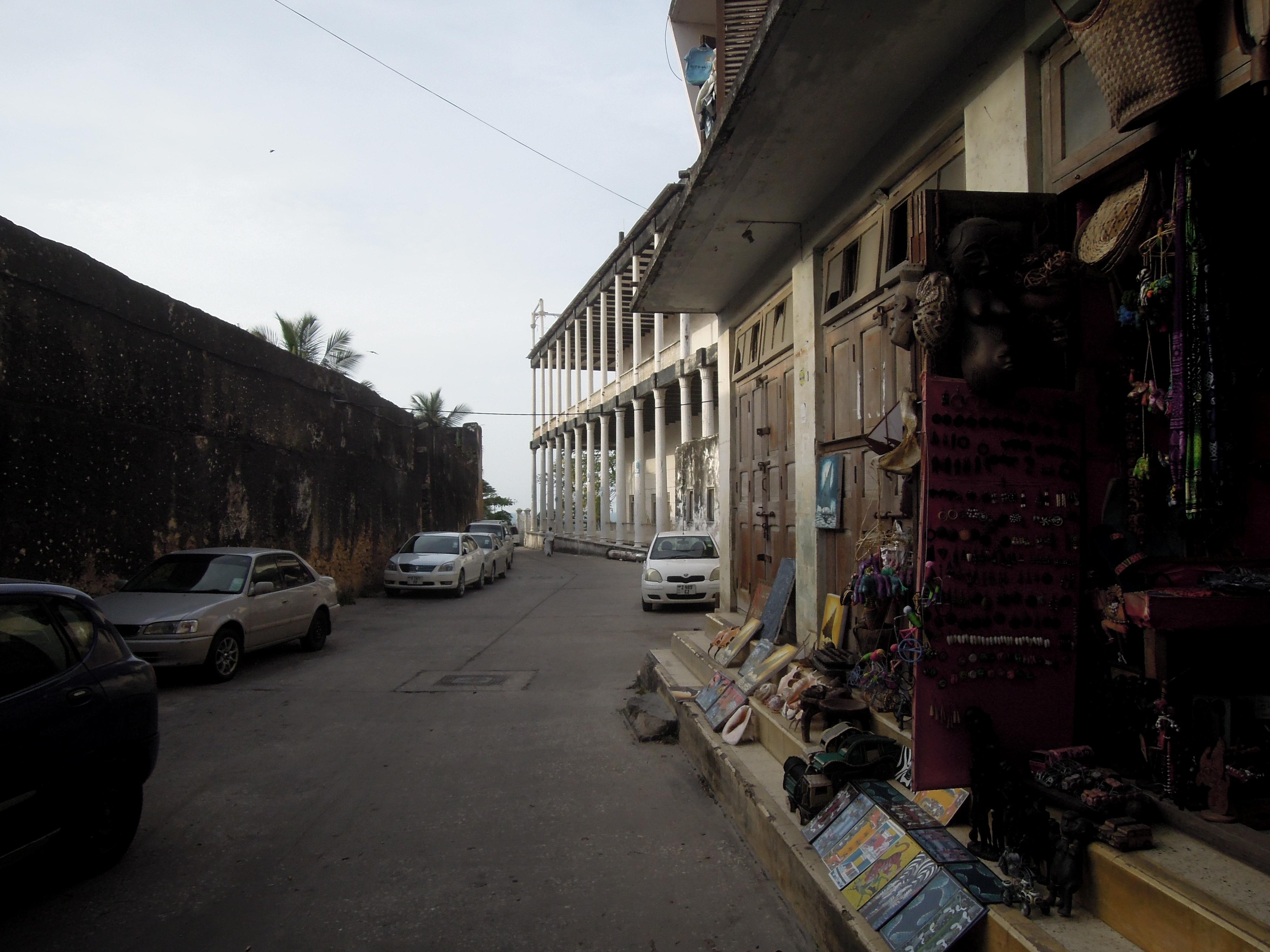 Sklep z pamiątkami, duża część ekonomii Zanzibaru opiera się na przemyśle turystycznym, Stone Town, Zanzibar, Tanzania, fot. M. Lehrmann