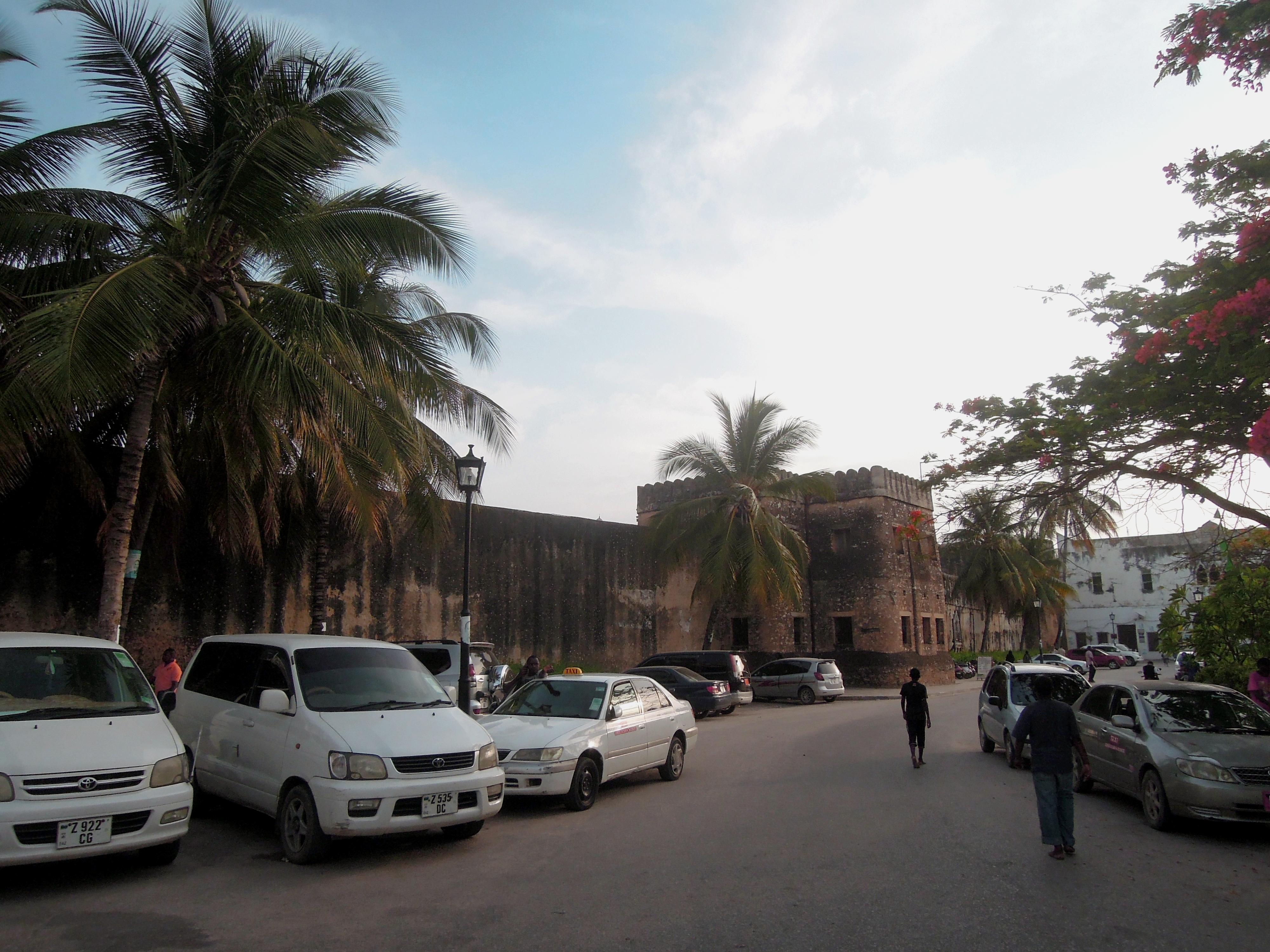 Stary Fort, którego budowę rozpoczęli Portugalczycy, a dokończyli Omańczycy, by bronić się przed Portugalczykami, Stone Town, Zanzibar, Tanzania, fot. M. Lehrmann